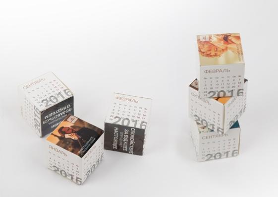 Настольный календарь с магнитными кубиками