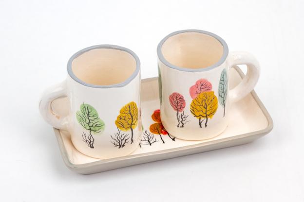 блюдце и кофейные чашки